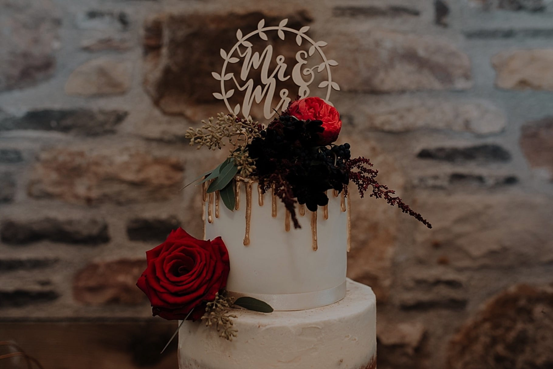 gold dripping wedding cake
