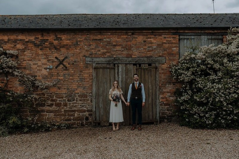 Park Farm Daventry wedding with outdoor ceremony and pizza | Rachel & Ned
