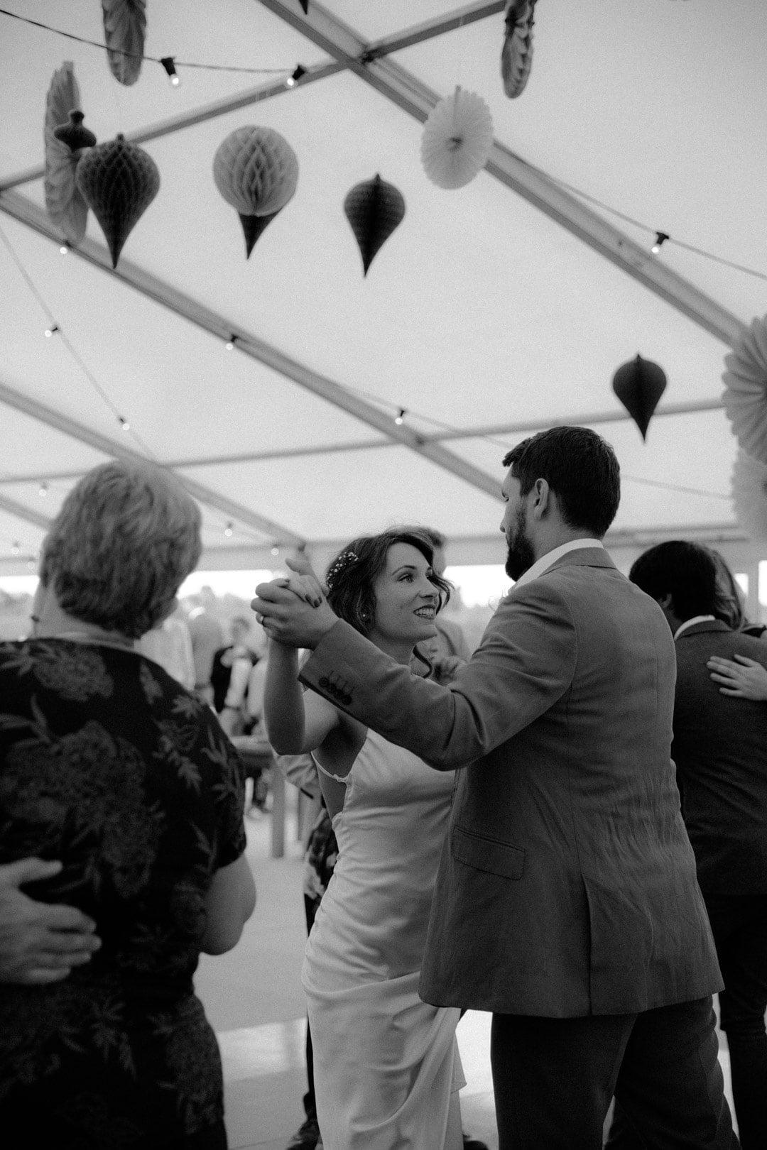 wedding-dance-bride-groom-dancefloor-with-guests