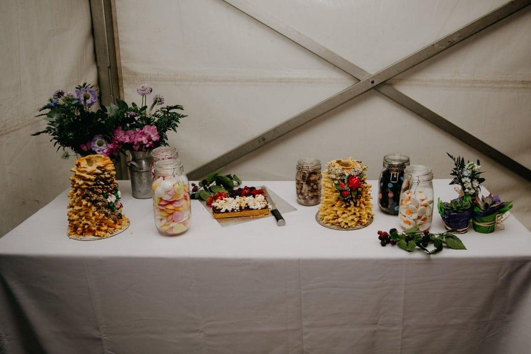 fun-wedding-table-treats-diy-wedding